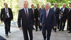 Президент РФ Владимир Путин и президент государства Палестина Махмуд Аббас во время встречи. 11 мая 2017