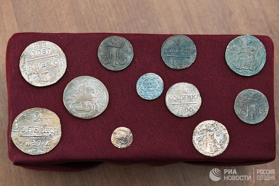 Монеты ручной чеканки времен Ивана Грозного (XVI век) во время показа уникальных археологических находок, обнаруженных в начале улицы Пречистенка в рамках благоустройства столицы по программе Моя улица