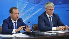 Дмитрий Медведев и Павел Колобков на совещании по подготовке спортивных сборных команд России. 12 мая 2017