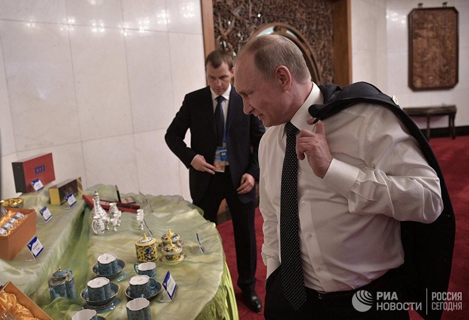 Президент РФ Владимир Путин перед началом встречи с президентом Чешской Республики Милошем Земаном в рамках Международного форума Один пояс, один путь. 14 мая 2017