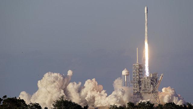 Ракета Falcon 9 соспутником связи стартовала смыса Канаверал