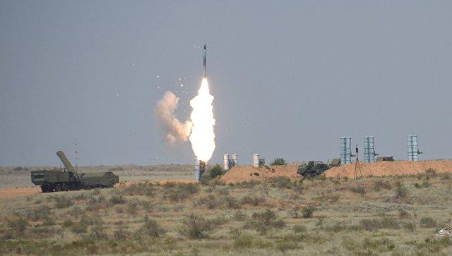 Зенитный ракетный комплекс С-300. Архивное фото