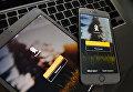 """Страница социальной сети """"Одноклассники"""" на экранах смартфона и планшета"""