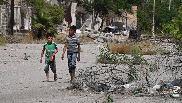 Дети на улице в квартале Кабун в пригороде Дамаска. Архивное фото