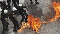 Сотрудники полиции во время забастовки в Афинах. Архивное фото
