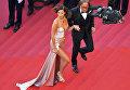 Американская модель Белла Хадид и ее отец Мохамед Хадид на красной дорожке церемонии открытия 70-го Каннского международного кинофестиваля