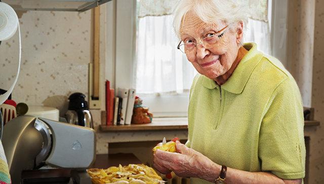 Картинки по запросу Проводит на кухню бабушка