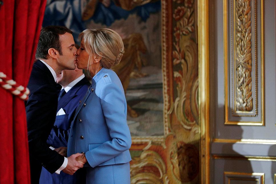 Президент Франции Эммануэль Макрон со своей супругой Брижит на церемонии инаугурации в Париже