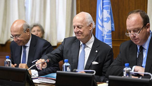 Cпецпосланник ООН по Сирии Стаффан де Мистура во время переговоров с представителями сирийских делегаций в Женеве