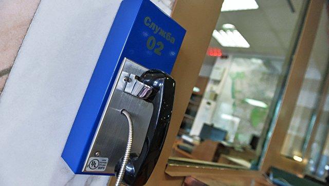 Телефон в дежурной части УВД. Архивное фото