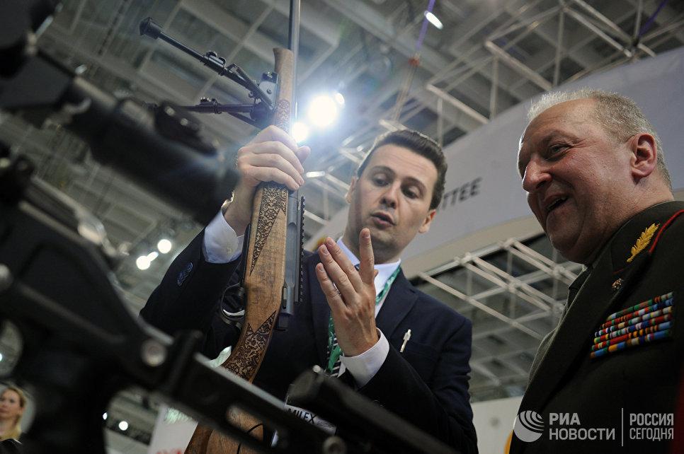Демонстрация экспоната 8-й Международной выставки вооружения и военной техники Milex-2017 в Минске