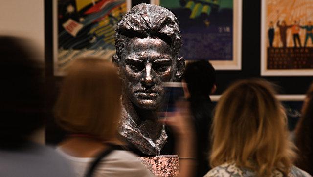 Посетители на выставке Оттепель во время международной акции Ночь музеев в Третьяковской галерее. Архивное фото