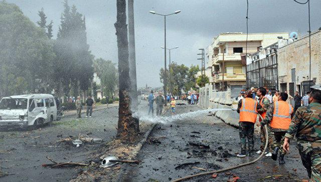 На месте взрыва автомобиля в квартале Аз-Захра в сирийском городе Хомс. Архивное фото