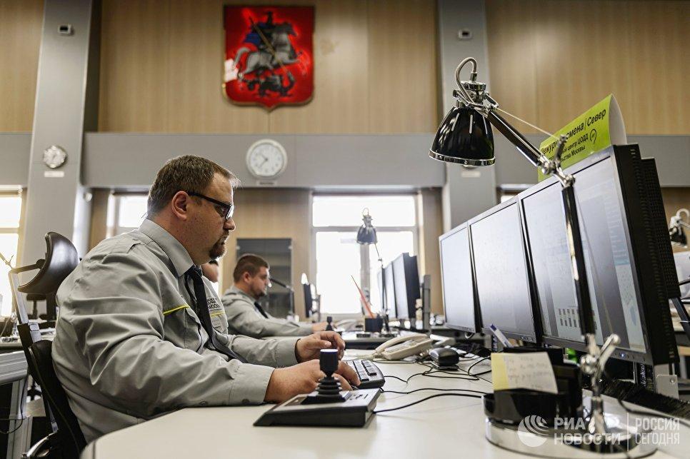 Работники ситуационного центра новой службы ЦОДД Дорожный патруль