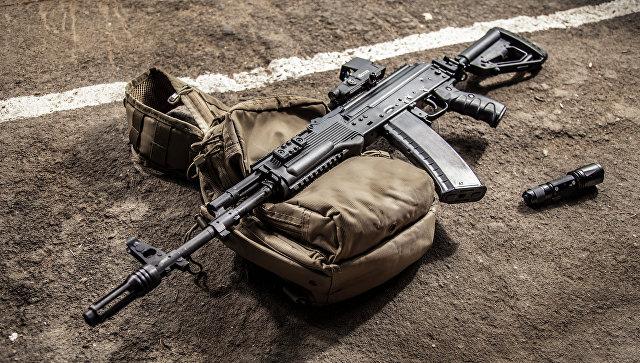 Автомат АК-74М, оборудованный новым комплектом модернизации. Архивное фото