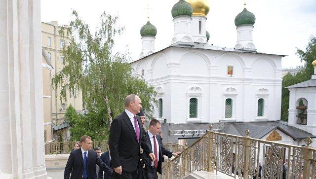 Президент РФ В. Путин посетил монастырь. Архивное фото