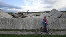 Пирамида Александра Голода, разрушенная в результате урагана, в Истринском районе Московской области. 29 мая 2017