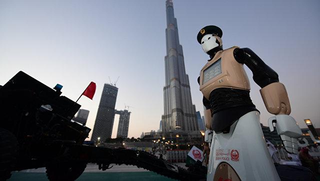 «Честь имею»: первый в мире «робокоп» приступил к работе в Дубае