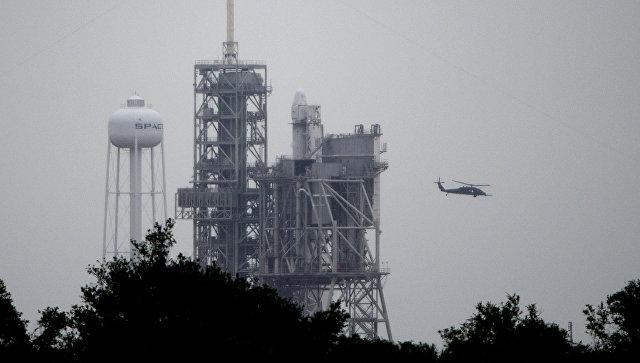 SpaceX надень перенесла запуск грузового автомобиля кМКС из-за молнии
