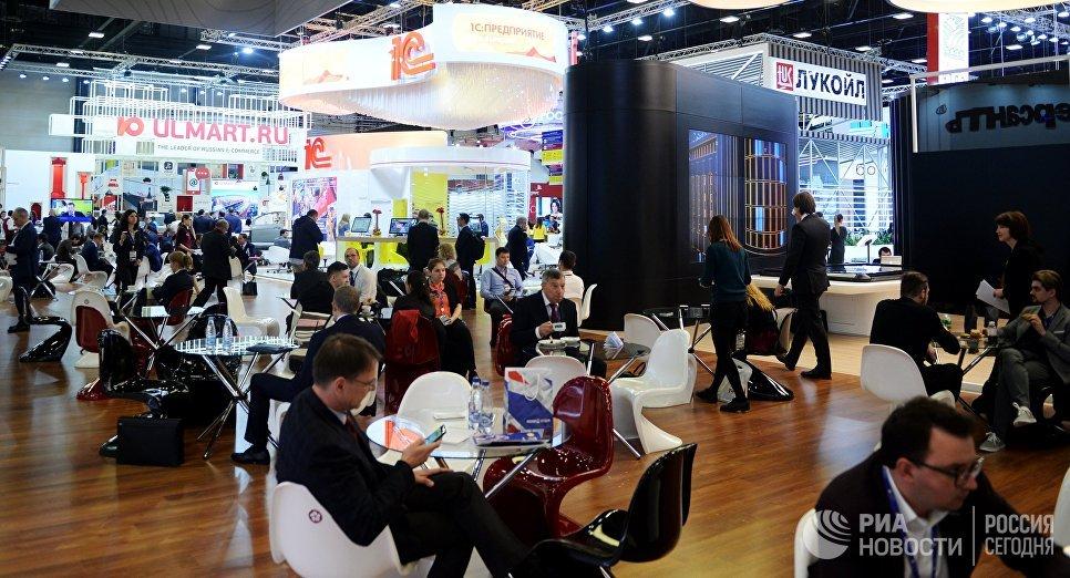 Стенды различны компаний на Санкт-Петербургском международном экономическом форуме 2017