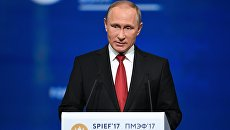 Президент РФ Владимир Путин на XXI Петербургском международном экономическом форуме. 2 июня 2017