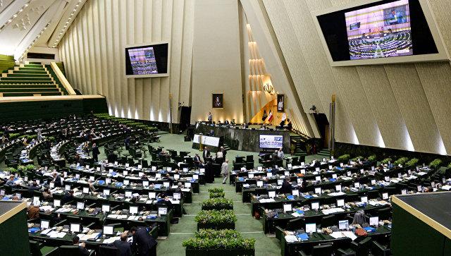 Неизвестные открыли стрельбу в парламенте Ирана, СМИ сообщают о захвате заложников