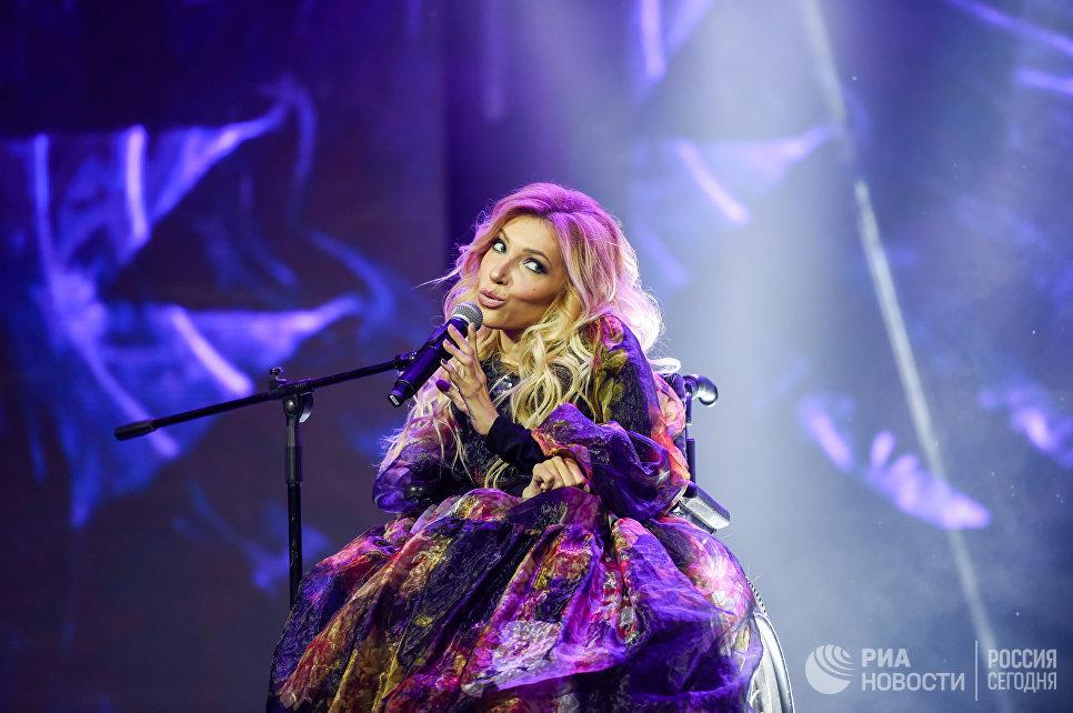 Культурные итоги года споры вокруг диссертации и рэп баттлы РИА  sputnik asatur yesayantsРоссийская певица Юлия Самойлова выступает на финале конкурса красоты Мисс СНГ 2017