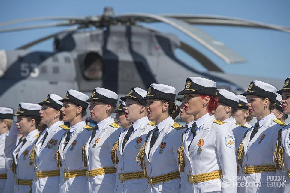 Торжественное построение военнослужащих на праздничных мероприятиях, посвященных 75-летию со дня образования 6-й армии ВВС и ПВО РФ