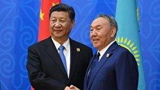 Председатель КНР Си Цзиньпин и президент Казахстана Нурсултан Назарбаев перед заседанием совета глав государств - членов ШОС. 9 июня 2017