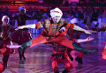 Ансамбль Тодес Аллы Духовой выступает на шоу Звездный Дуэт - Легенды Танца! в Кремлевском Дворце в Москве