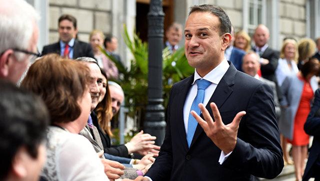 Лео Варадкар у здания парламента Ирландии после избрания премьер-министром