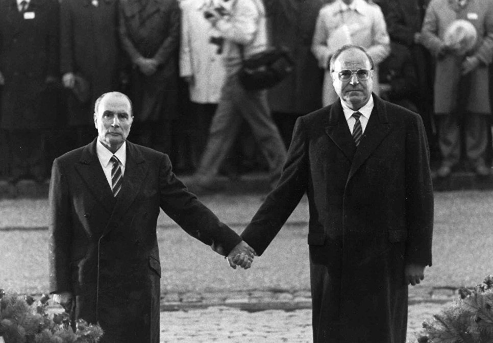 Президент Франции Франсуа Миттеран и канцлер Германии Гельмут Коль. 1984 год