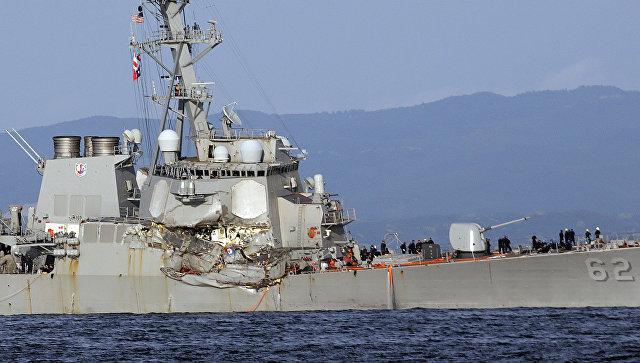 Ремонт столкнувшегося сконтейнеровозом эсминца США займёт несколько месяцев