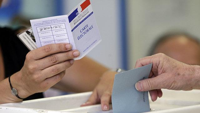 Избиратели голосуют во втором раунде французских выборов в законодательные органы. 18 июня 2017