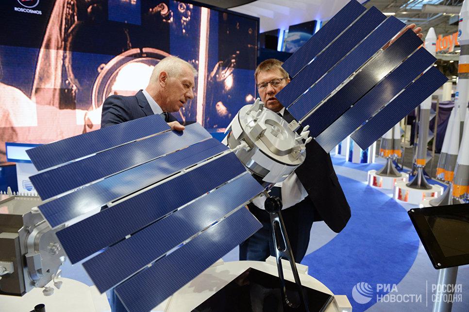 Стенд Роскосмоса на Международном авиасалоне Ле Бурже - 2017 во Франции