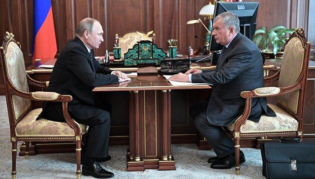Президент РФ Владимир Путин и глава ПАО НК Роснефть Игорь Сечин во время встречи. 20 июня 2017