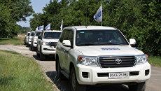 Кортеж патрулей миссии ОБСЕ в прифронтовом населенном пункте Саханка, расположенном в самопровозглашенной ДНР. 20 июня 2017