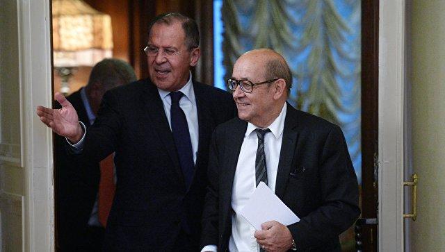 Министр иностранных дел РФ Сергей Лавров и глава МИД Франции Жан-Ив Ле Дриан во время встречи. 20 июня 2017