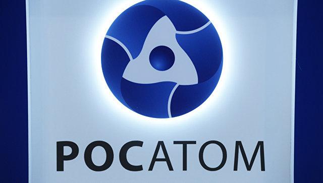 Логотип на стенде государственной корпорации по атомной энергии Росатом. Архивное фото