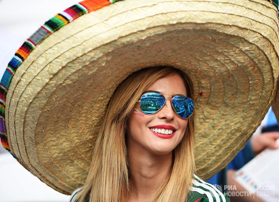 Болельщица перед началом матча Кубка конфедераций-2017 по футболу между сборными Португалии и Мексики