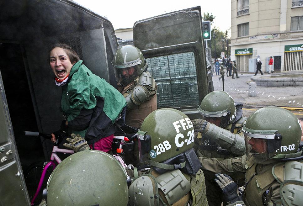 Задержание участников митинга Сантьяго, Чили