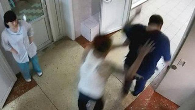 Избиение хирурга в Хабаровске. Стоп-кадр с записи камеры видеонаблюдения больницы