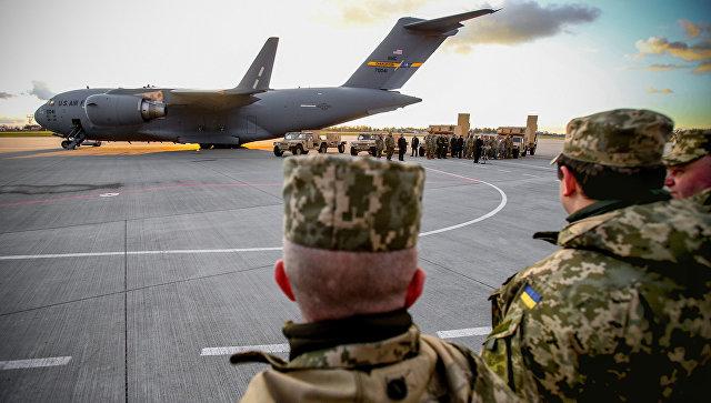 Порошенко рассказал, сколько техники получила украинская армия за три года
