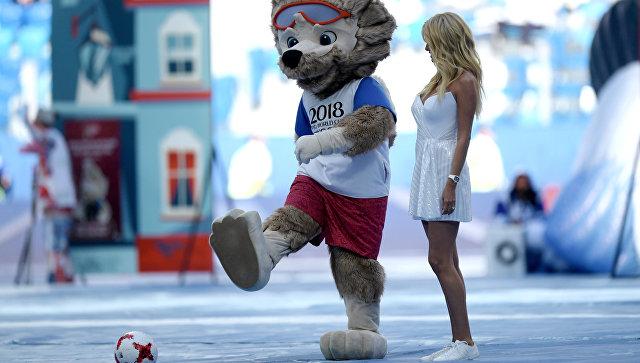 Официальный талисман чемпионата мира по футболу 2018 волк Забивака на церемонии открытия Кубка конфедераций-2017 в Санкт-Петербурге. 17 июня 2017