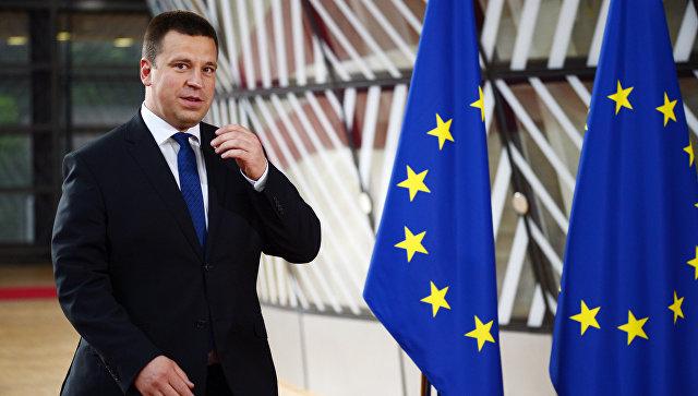 Премьер Эстонии сделал селфи со Шварценеггером и Гейтсом