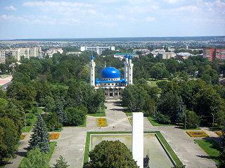 Вид на площадь Дружбы и Соборную мечеть в Майкопе. Архивное фото