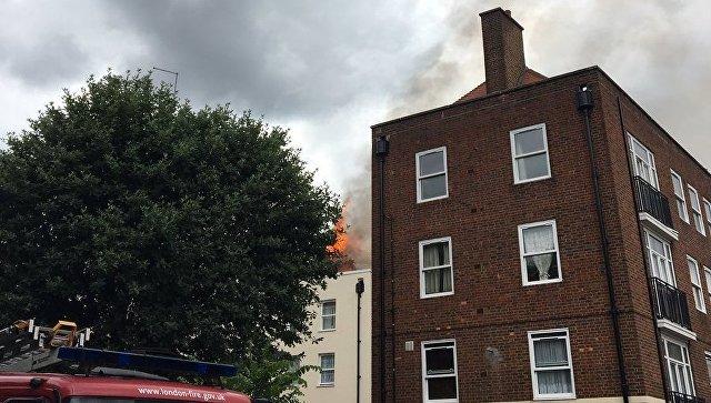 Встолице Англии загорелась жилая многоэтажка