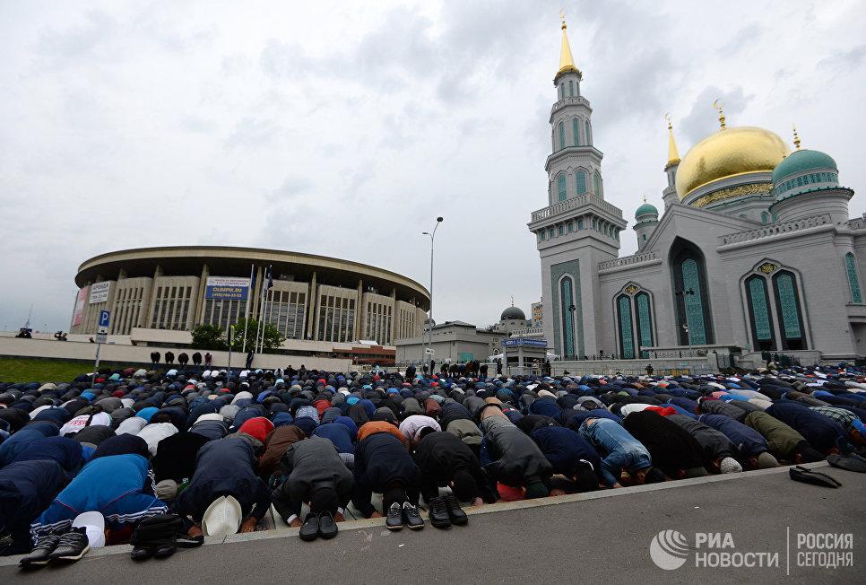 Мусульмане празднуют Уразу-байрам