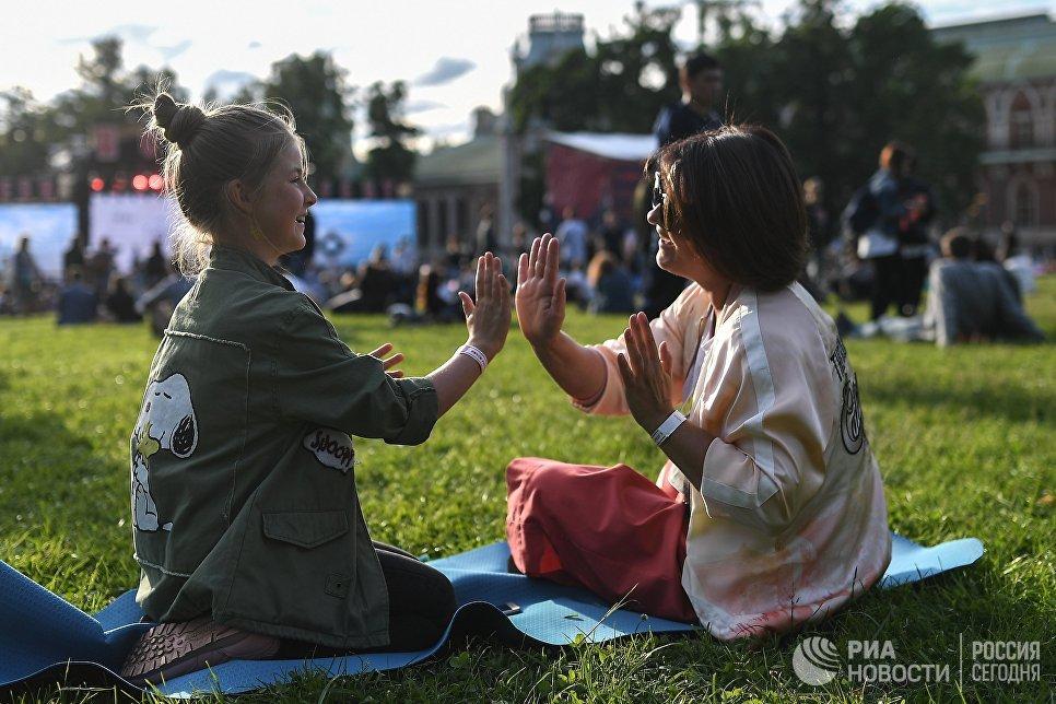 Посетители на фестивале Bosco Fresh Fest 2017 в московском музее-заповеднике Царицыно