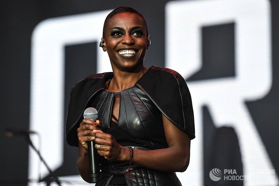 Вокалистка британской группы Morcheeba Скай Эдвардс выступает на фестивале Bosco Fresh Fest 2017 в московском музее-заповеднике Царицыно